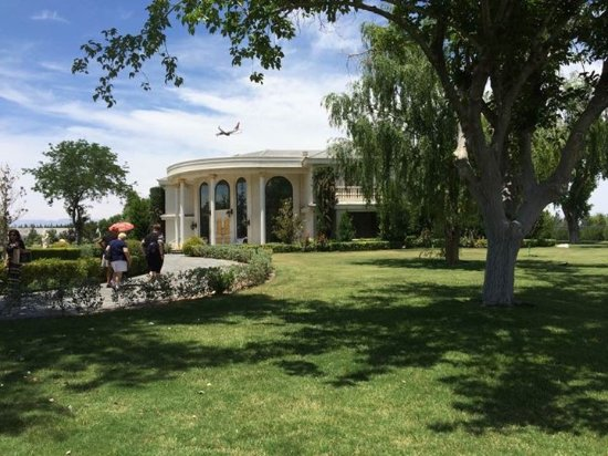 Wayne Newton's Casa de Shenandoah: The mansion at Casa de Shenandoah
