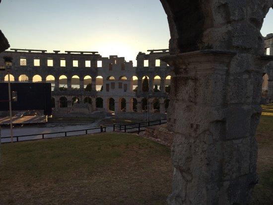 Anfiteatro de Pula: Arena at Sundown