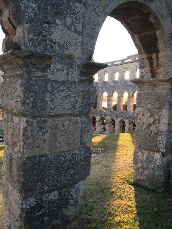 Anfiteatro de Pula: Arena