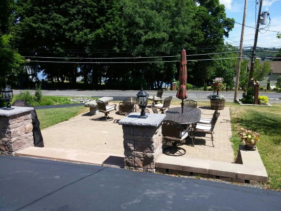 Penn Yan, NY: Historic Motel Overlooking Keuka Lake