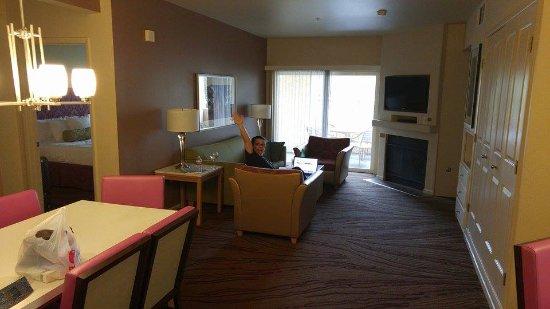 WorldMark Las Vegas-Boulevard: spacious living and dining room