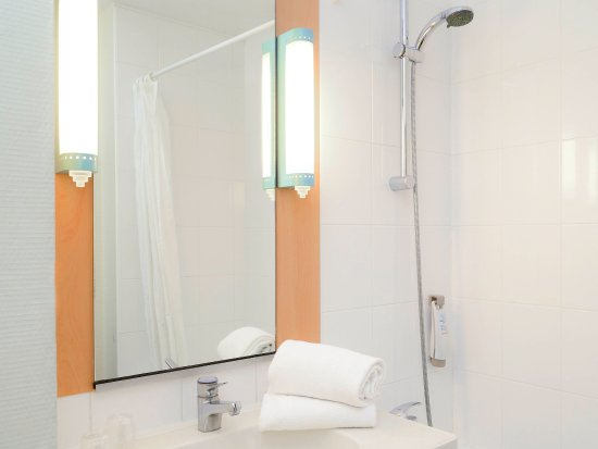 Herouville-Saint-Clair, France: Guest Room