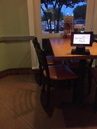 Garland, TX: Empty table