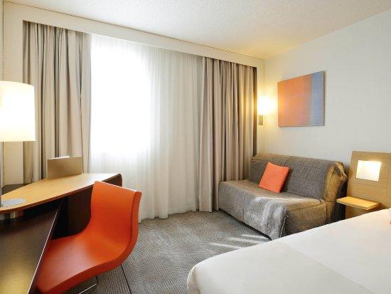 Saint-Etienne-du-Rouvray, France: Guest Room