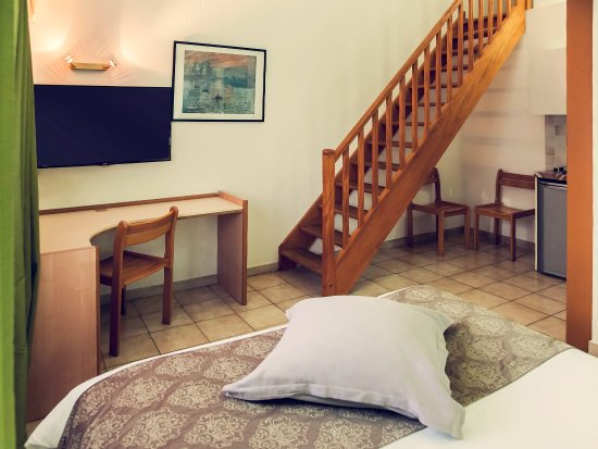 Villefontaine, France : Guest Room