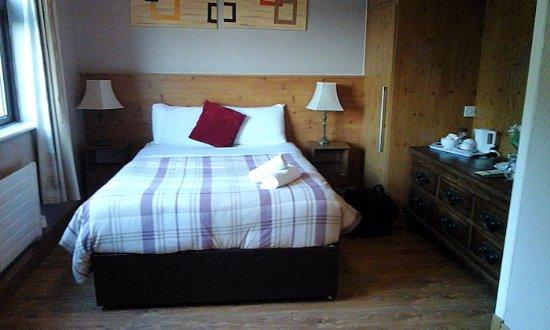 White Lodge Trim: bed