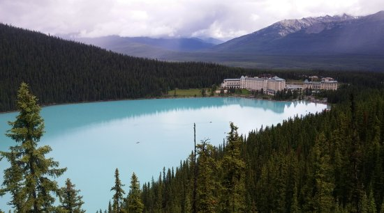 Fairmont Chateau Lake Louise: Taken from the look out at the end of the Fairview trail (it's uphill for .8 km)