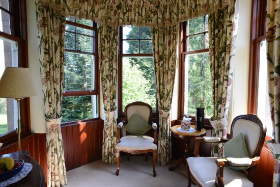 Tigh na Sgiath Country House Hotel: The cupola sitting area in the Ballindalloch Room.
