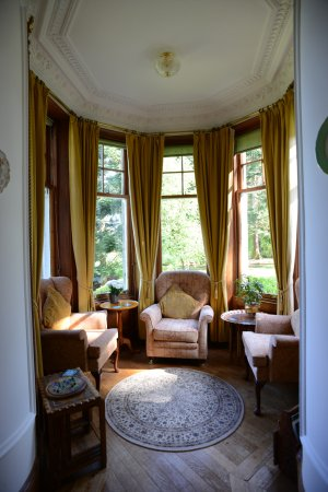 Tigh na Sgiath Country House Hotel: Cupola sitting area, main floor