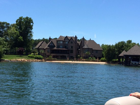 Lake Norman : Some very nice homes along the way!
