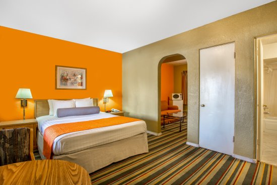 Howard Johnson by Wyndham Phoenix Airport/Downtown Area: 1Queen suit