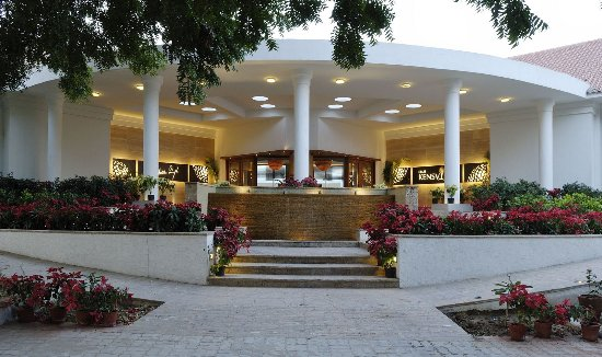 Kensville Golf and Country Club: Resort Entrance