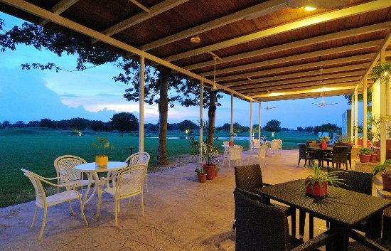 Kensville Golf and Country Club: Club Lounge