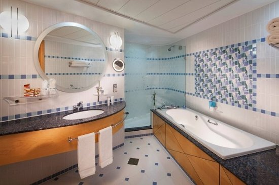 Jumeirah Beach Hotel: Ocean Deluxe Room Bathroom
