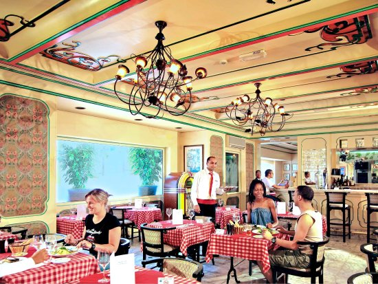 Mercure Abu Dhabi Centre Hotel: Restaurant