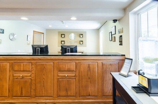 Comfort Inn: Front Desk