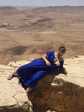 Mitspe Ramon, อิสราเอล: Многослойные и разноцветные пески кратера Рамон !