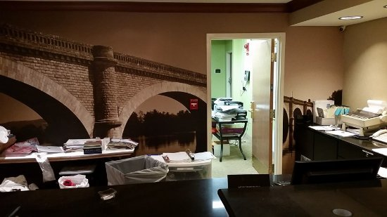 Staybridge Suites Jackson: Does this check in look well managed?