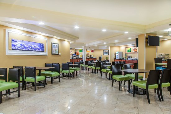 Quality Inn & Suites Middletown - Newport : Breakfast area