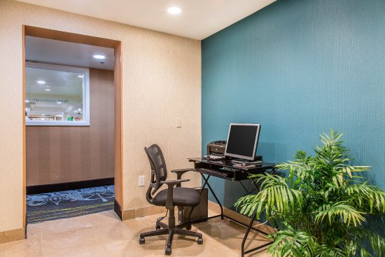 Quality Inn & Suites Middletown - Newport : Business center