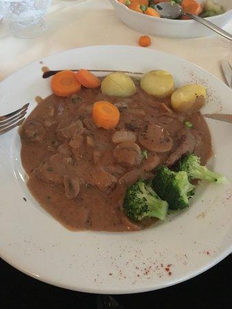 mamma italia: Peppercorn steak with veg. Tasted like gravy on cheap meat
