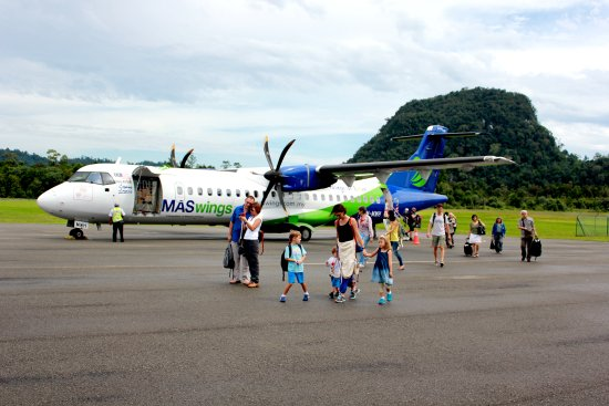 Sarawak, Malaysia: Arrival at Mulu on MASWings ATR 70