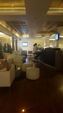 Hotel Fort Canning: Hotel Lobby and Pools