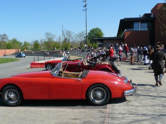 Wintzenheim, Fransa: Jaguar XK150, MG TD et Austin Healey
