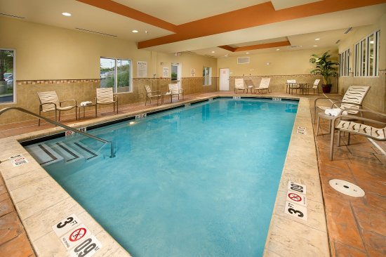 Holiday Inn Express & Suites Chattanooga Downtown: Indoor Swimming Pool