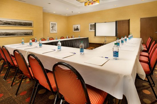Holiday Inn Express & Suites Chattanooga Downtown: Vsn Cha Hie Mtgrm