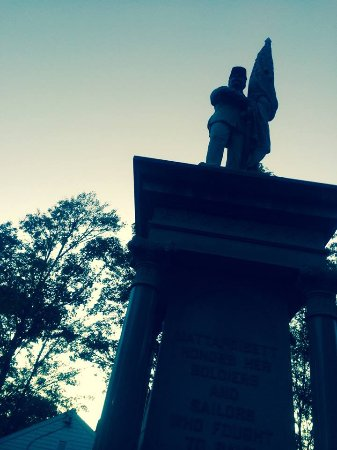 Mattapoisett, MA: Looking up at top of the wonderful monument.