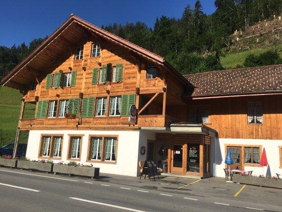 Boltigen, Sveits: Heerlijke vakantie stop gemaakt om een lekkere maaltijd te nuttigen