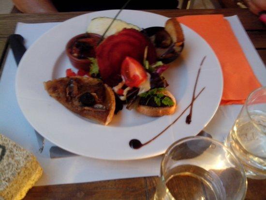 Restaurant Traditionel Les Terrasses: l' entrée de Provence