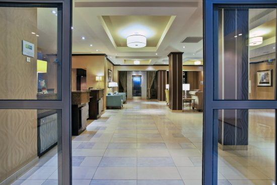 Holiday Inn Express Hotel & Suites Kingston: Our inviting Hotel Entrance