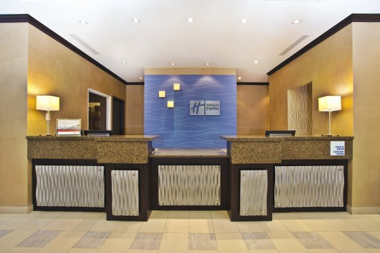 Holiday Inn Express Hotel & Suites Kingston: Our Front Desk staff is ready to assist you