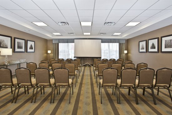 Holiday Inn Express Hotel & Suites Kingston: Meeting room set up for a classroom style meeting.