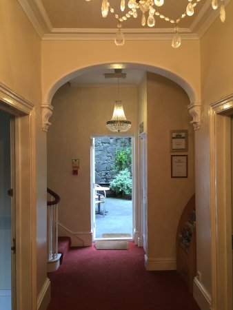Ashdale Guest House: Entrance hall
