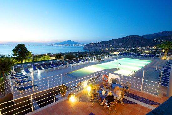 Art Hotel Gran Paradiso: Pool2