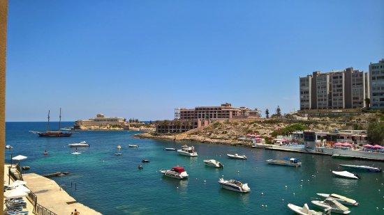 Marina Hotel Corinthia Beach Resort: 3rd floor Queen Bed with Sea View (Balcony)