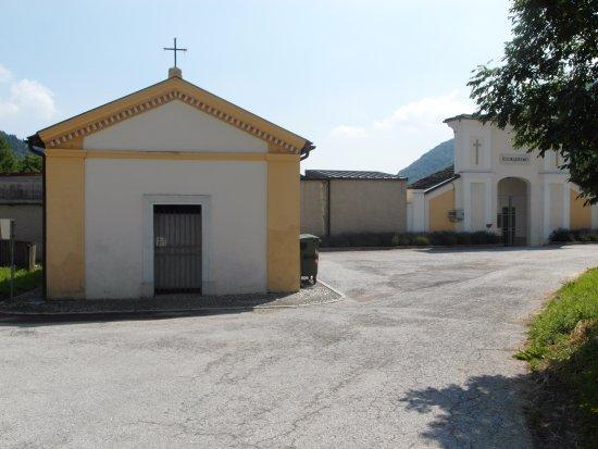 Monterosso Grana, Włochy: Vista esterna: spoglia e disadorna
