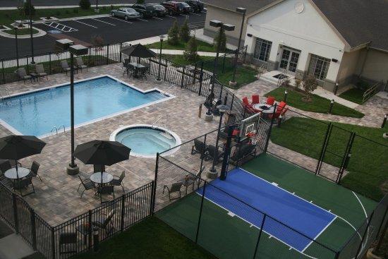 Homewood Suites by Hilton Leesburg: Pool / Hot Tub