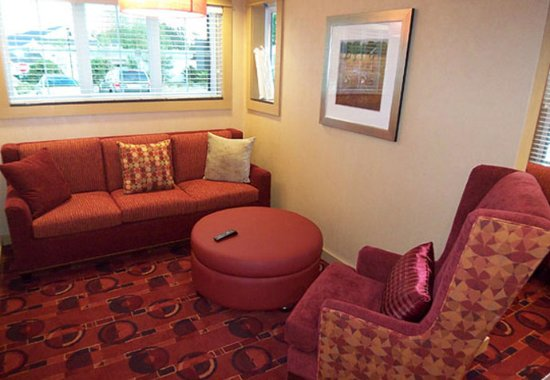 Residence Inn North Conway : Lobby - Seating Area