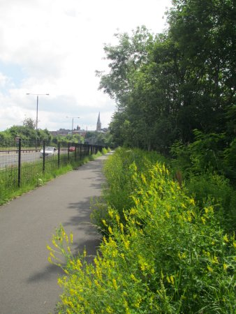 Premier Inn Chesterfield North Hotel : Footpath from hotel to town.
