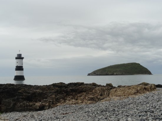 Beaumaris, UK: Penmon Point Light House and Puffin island