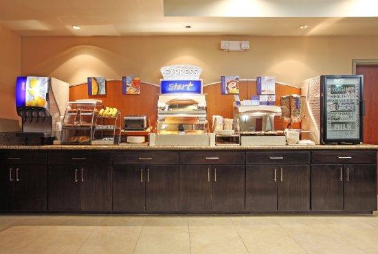 Maumelle, AR: Breakfast Bar