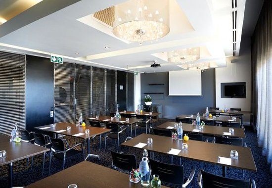 Protea Hotel Fire & Ice Melrose Arch: Paris Conference Room – Classroom Setup