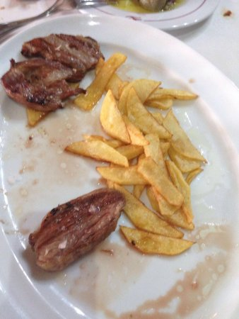 Higuera de la Sierra, Spanien: Alcachofas nada que envidiar a las de la huerta Navarra, jamones criados por los dueños, pisto d