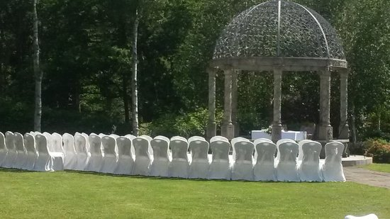 Frankby, UK: Set up for outside wedding in gazebo