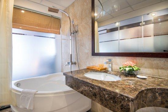 May de ville City Centre II: May De Ville City center 2 hotel - Bathroom