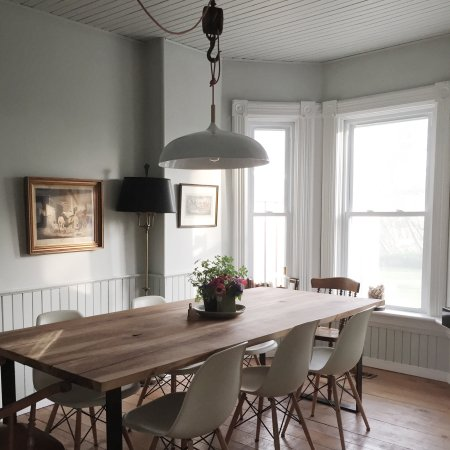 Milford, Canadá: Breakfast is served in the dinning room